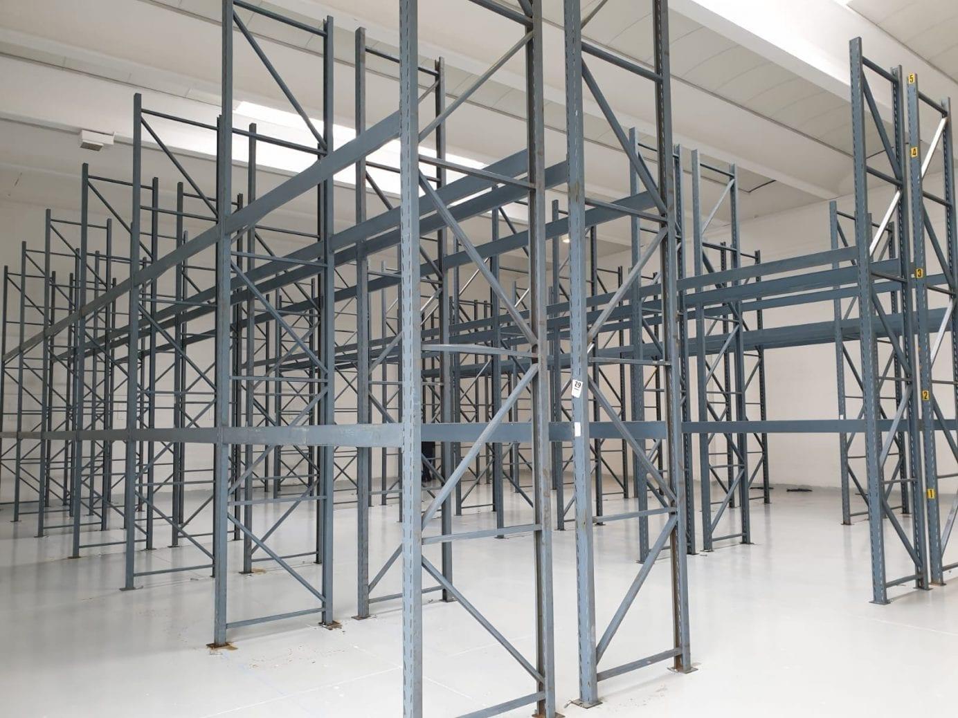 Scaffalature Metalliche Venezia.Installazione Di Una Scaffalatura Portapallet Emaf A Pianiga