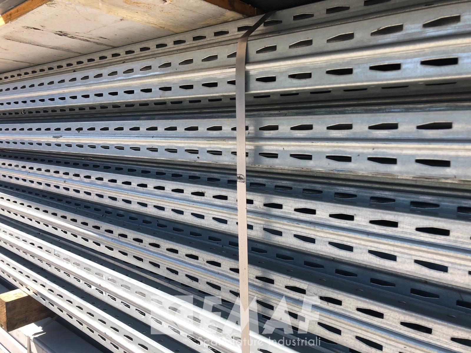 Scaffalature In Ferro Usate.Portapallet Usato Scaffalatura Industriale Usata Da 36 Bancali