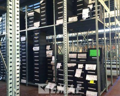 Scaffalature EMAF per il calzaturificio Via Roma 15